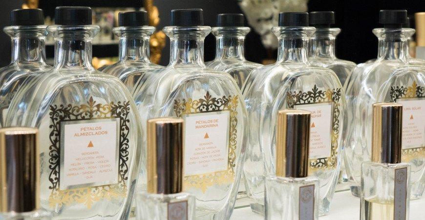 ¿Cómo hacer que tus perfumes duren más?